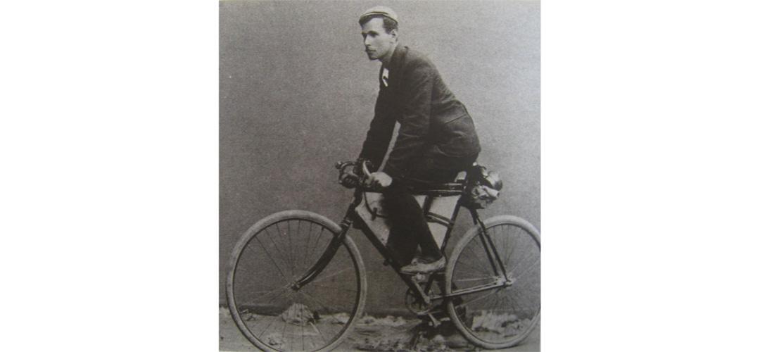 Arthur Richardson first guy around Australia